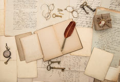Uitstekende het schrijven toebehoren, oude documenten en brieven Royalty-vrije Stock Afbeelding