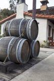 Uitstekende houten alcoholvaten Stock Fotografie