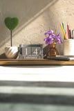 uitstekende houten kalender voor 14 Februari met groen hart op houten t Stock Afbeeldingen