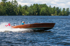 Uitstekende houten motorboot Royalty-vrije Stock Afbeeldingen