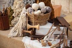 Uitstekende hulpmiddelen en natuurlijke wol royalty-vrije stock afbeeldingen