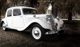 Uitstekende huwelijksauto Stock Foto's
