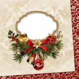 Uitstekende Kerstkaart met kader, pijnboomtakken en Kerstmisdecoratie Royalty-vrije Stock Afbeelding