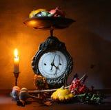 Uitstekende keukenschalen Stock Foto's