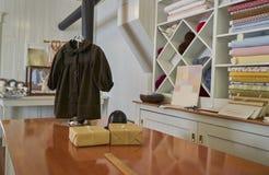 Uitstekende klerenopslag Stock Afbeeldingen