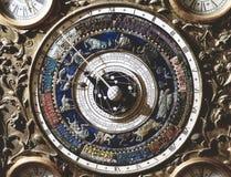 Uitstekende Klok met Celestial Map Depicting Constellations royalty-vrije stock fotografie