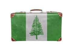 Uitstekende koffer met het Eilandvlag van Norfolk stock afbeeldingen