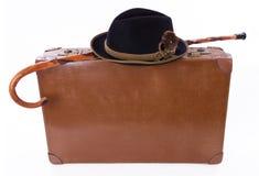 Uitstekende koffer met wandelstok en hoed Stock Foto's