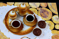 Uitstekende koffiereeks en cupcakes Royalty-vrije Stock Afbeelding