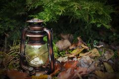 Uitstekende lamp, de recente herfst, oude dag royalty-vrije stock afbeeldingen