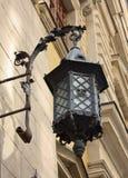 Uitstekende lantaarn op de muur Royalty-vrije Stock Afbeeldingen
