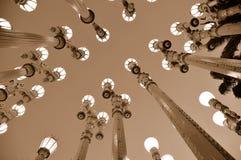 Uitstekende Lantaarnpalen bij Nacht Stock Afbeelding
