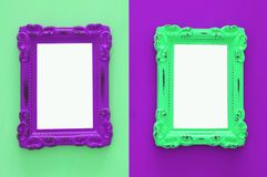 Uitstekende lege ultraviolet en groene fotokaders over dubbele kleurrijke achtergrond Klaar voor fotografiemontering Hoogste meni Stock Fotografie