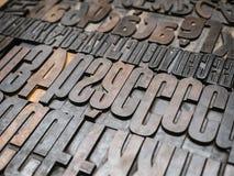 Uitstekende Letterzetsel houten type drukblokken stock foto