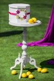Uitstekende lijst met borst en citroenen op het Royalty-vrije Stock Afbeeldingen