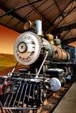 Uitstekende locomotief in de spoorwegpost royalty-vrije stock afbeeldingen