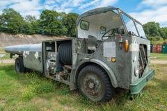 Uitstekende Luchthaven Tug Vehicle Stock Afbeeldingen