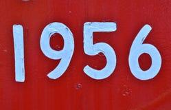 Uitstekende met de hand geschilderde jaar witte aantallen op rood Royalty-vrije Stock Foto