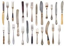 Uitstekende mooie uitstekende uitgeput oud knifes geïsoleerd op een witte achtergrond Retro tafelzilver royalty-vrije stock afbeeldingen