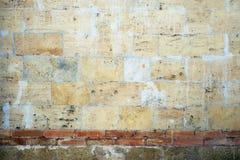 Uitstekende muur van zandsteenbakstenen Stock Foto's