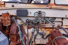 Uitstekende Oude Auto Grunge onder Bonnet stock foto's