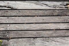Uitstekende oude sjofele houten geschilderd met gebarsten kleurenachtergrond Stock Fotografie
