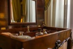 Uitstekende parfumekast in Toscanië royalty-vrije stock afbeeldingen