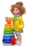 Uitstekende pop in gele kleding met piramide Stock Afbeelding