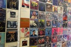 Uitstekende popmuziek vinylverslagen stock fotografie