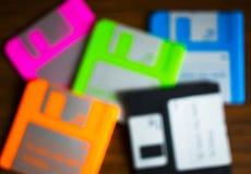 Uitstekende reeks floppy disks op houten bureau bokeh Stock Afbeelding