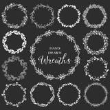 Uitstekende reeks hand getrokken rustieke kronen Bloemen vector grafisch Stock Afbeelding