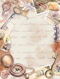 Uitstekende reiskaart, spatie Kompas, hand geschreven brieven, oude sleutels, zegels, verbindingen, shells Brieven, veren vector illustratie