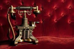 Uitstekende Retro Telefoon op Laag Stock Foto's