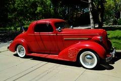 Uitstekende rode auto Royalty-vrije Stock Fotografie