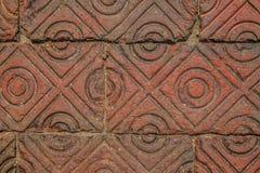 Uitstekende rode baksteenstoep met patronen stock afbeeldingen