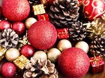 Uitstekende Rode en Gouden Kerstmis schittert Bollen en Decoratie Royalty-vrije Stock Foto