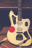 Uitstekende rots elektrische gitaar stock afbeeldingen