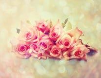Uitstekende roze rozen stock foto's