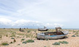 Uitstekende scène met oude versleten aan wal gezien boten Royalty-vrije Stock Foto's