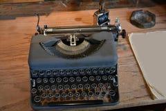 Uitstekende Schrijfmachine Stock Afbeeldingen
