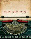 Uitstekende schrijfmachine met geweven grungy document Uw verhaal