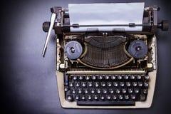Uitstekende Schrijfmachine met Thais alfabet royalty-vrije stock afbeelding