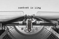 Uitstekende Schrijfmachine Tekst op een blad van document stock foto
