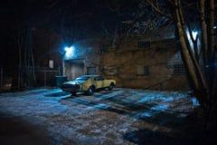 Uitstekende spierauto in een donkere de stads stedelijke steeg van Chicago Royalty-vrije Stock Foto's