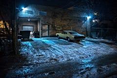 Uitstekende spierauto in een donkere de stads stedelijke steeg van Chicago Stock Fotografie
