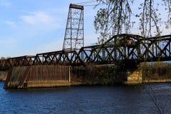 Uitstekende spoorwegbrug buiten NY van Albany Royalty-vrije Stock Foto's