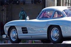 Uitstekende sportwagen op de straat royalty-vrije stock foto