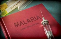 Uitstekende Spuit op een boek van malaria royalty-vrije stock foto
