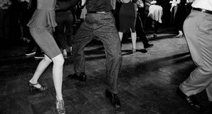 Uitstekende stijlfoto van disco met mensen het dansen royalty-vrije stock foto's