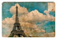 Uitstekende stijlprentbriefkaar van Parijs met de Toren van Eiffel Grungetekst Stock Afbeeldingen